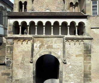 Blick auf eines der Tore des Klosters Großcomburg