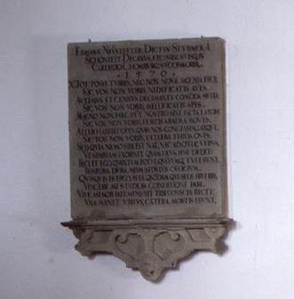 Tafel neben dem Grabmal des Erasmus Neustetter in der Stiftskirche St. Nikolaus des Klosters Großcomburg