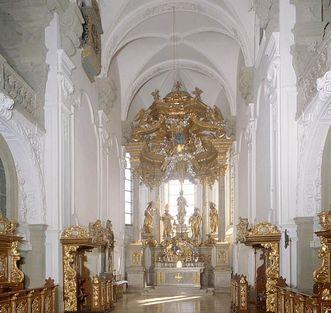 Innenansicht der Stiftskirche St. Nikolaus des Klosters Großcomburg
