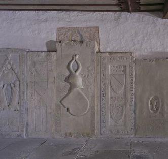 Grabmale im Vorraum der Schenkenkapelle von Kloster Großcomburg; Foto: Staatliche Schlösser und Gärten Baden-Württemberg, Arnim Weischer
