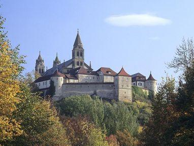 Kloster Großcomburg steht auf einem Berg