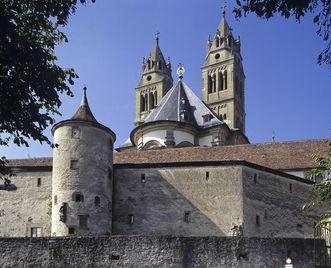 Stiftskirche von Kloster Großcomburg mit Ringmauer