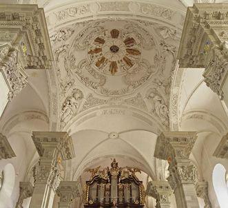 Blick in die westliche Vierungskuppel der Stiftskirche St. Nikolaus des Kloster Großcomburg
